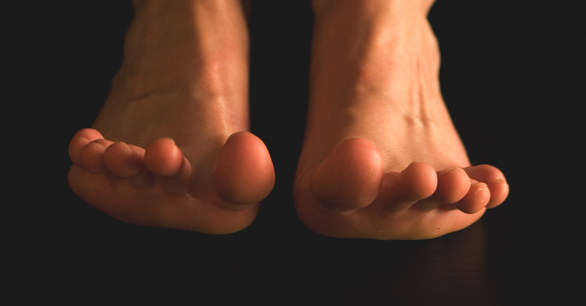 Causes of Sharp Pain in Big Toe: At Night, When Walking, and More