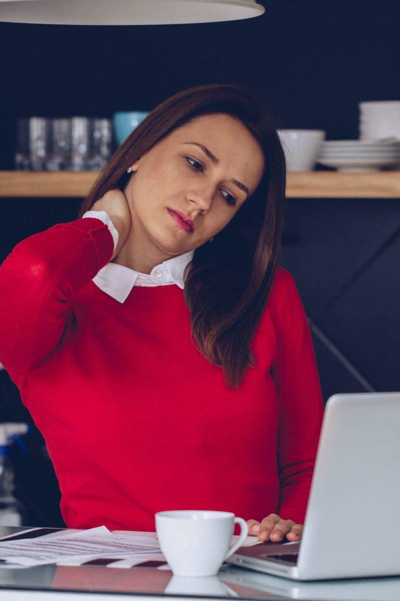 El estrés puede causar sensación extraña en la cabeza