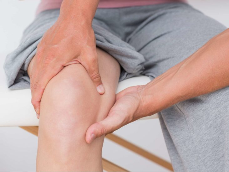 Knee buckling: Causes, exercises, and treatment