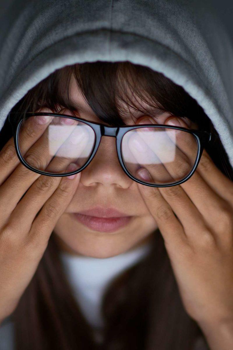 Pressure behind the eyes: 6 causes and treatment
