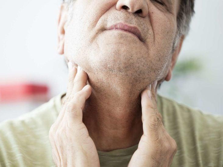 Drenar el moco de la garganta
