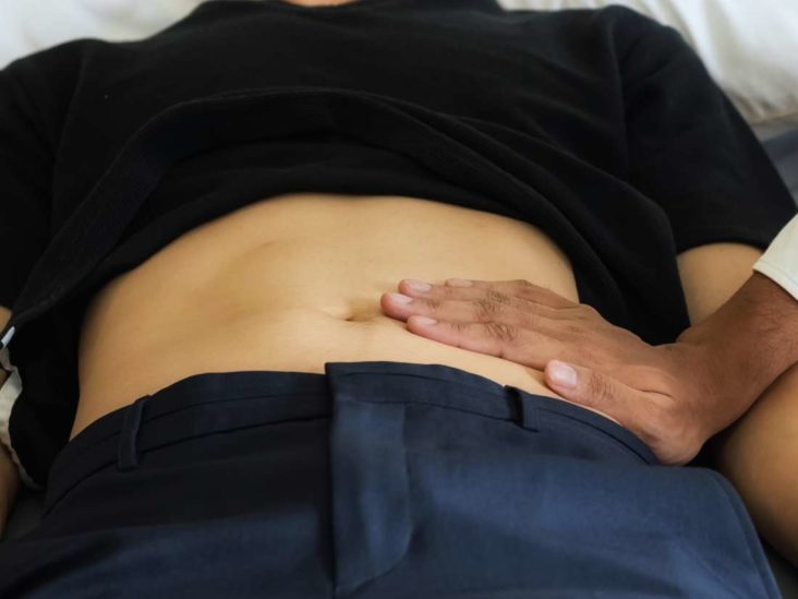 Lower abdominal pain and bloating: Causes and treatment