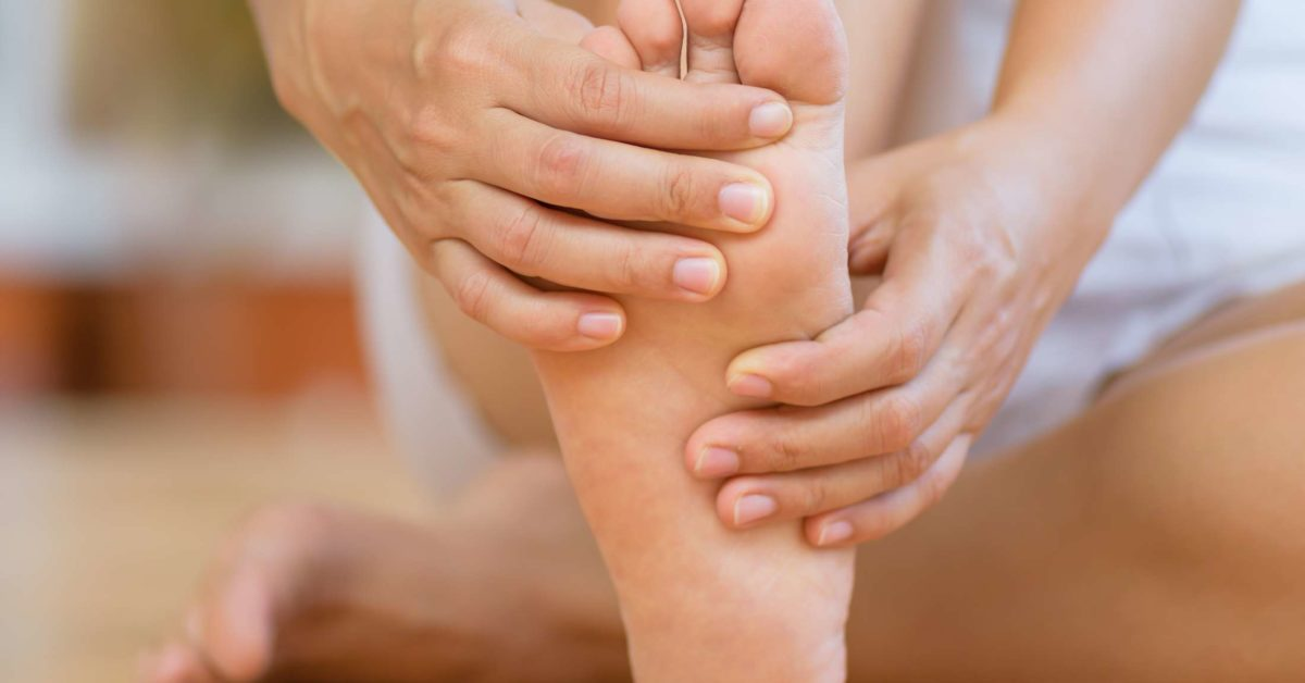 Pain In Arch Of Foot Causes Treatment And Stretches