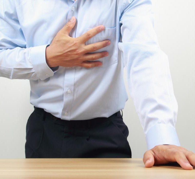 dolor pecho izquierdo espalda