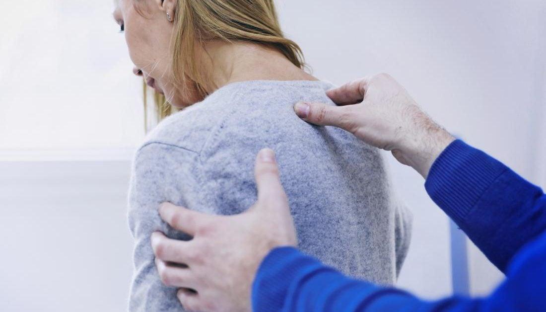 Dolor en la espalda alta: 9 causas